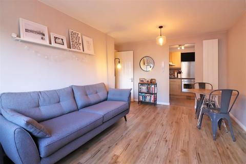 1 bedroom flat for sale - Chandlers Drive, Erith