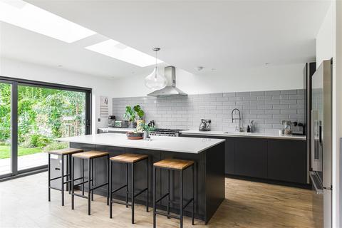 3 bedroom detached house for sale - Sandcross Lane, Reigate