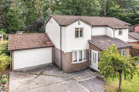 4 bedroom detached house for sale - Greystoke Court, Crowthorne, Berkshire, RG45 7LS