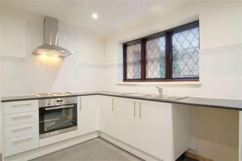Detached house to rent - Ferrers Avenue, West Drayton