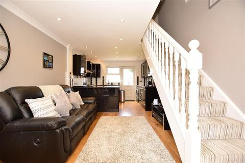 2 bedroom semi-detached house for sale - Mansard Close, Hornchurch, Essex
