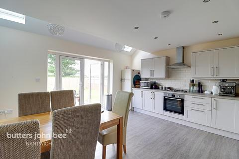 3 bedroom semi-detached house for sale - Tower View Close, Nantwich