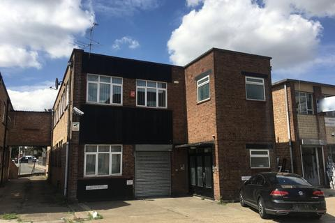 Property to rent - Bridge Close, Romford