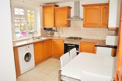 4 bedroom terraced house - Avis Square, Limehouse, London E1