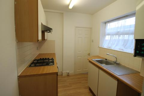 4 bedroom terraced house to rent - Filey Road, Reading