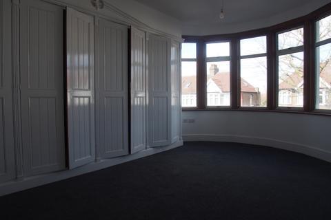 4 bedroom end of terrace house to rent - Norfolk avenue, N13