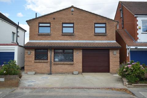 4 bedroom detached house to rent - Poynings Avenue, Southend-on-Sea, Essex, SS2