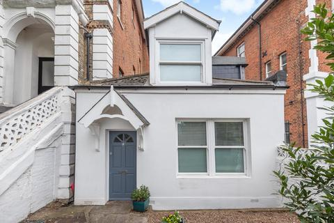 2 bedroom end of terrace house for sale - Mountbatten Close, Crystal Palace