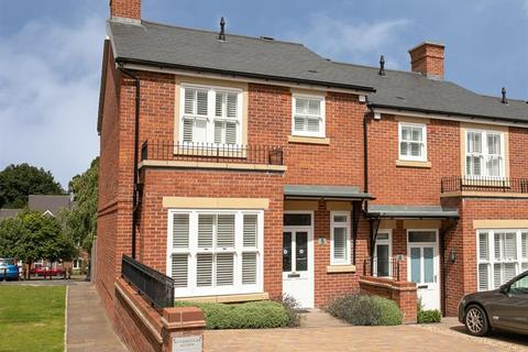 3 bedroom end of terrace house for sale - Simpson Close, Beverley , East Yorkshire , HU17 8EY