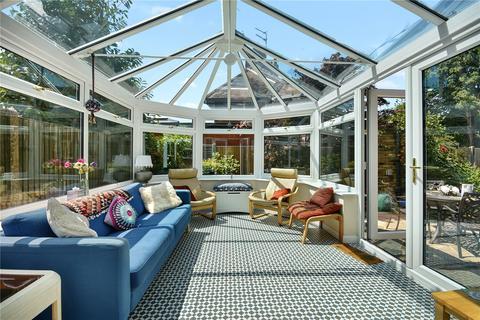 4 bedroom detached house for sale - Dunster Close, Harefield, Uxbridge, Middlesex, UB9