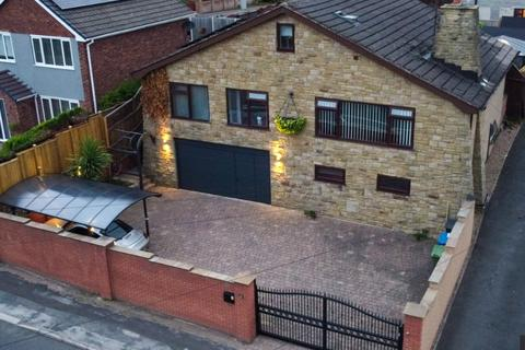 4 bedroom detached house for sale - High Street, New Whittington
