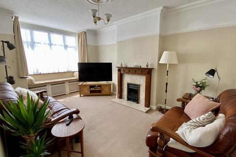 3 bedroom detached bungalow for sale - Hillside Avenue, Gravesend, DA12