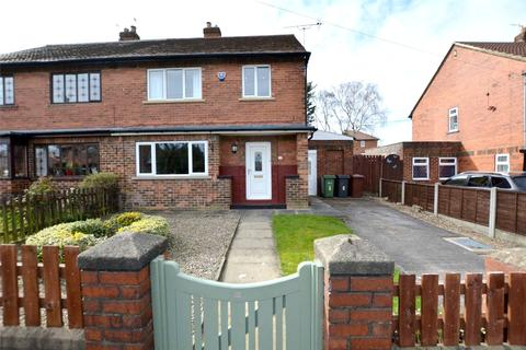 3 bedroom semi-detached house for sale - Farfield Drive, Farsley, Pudsey, West Yorkshire