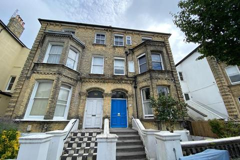 Studio to rent - Selbourne Road, Hove, East Sussex, BN3 3AG