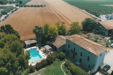 House - Vineyard, South France