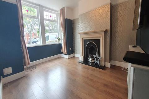 3 bedroom end of terrace house for sale - Willerby Road, Hull