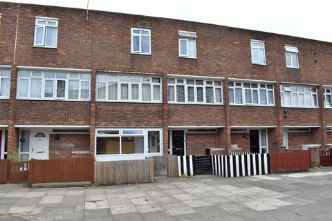 3 bedroom townhouse for sale - PASSFIELD PATH, THAMESMEAD, LONDON, SE28 8BT