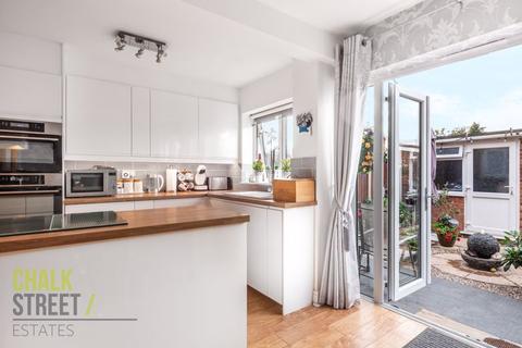 3 bedroom terraced house for sale - Roborough Walk, Hornchurch, RM12