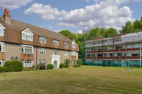 3 bedroom flat for sale - Kingston Road, Epsom, Surrey