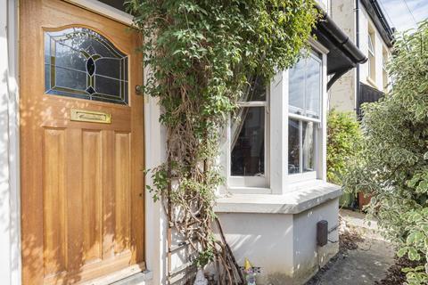 2 bedroom semi-detached house for sale - Victoria Road, Redhill, RH1