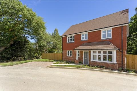 3 bedroom detached house for sale - Consort Drive, Leatherhead, Surrey, KT22