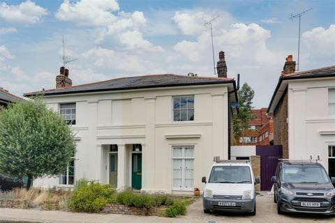 4 bedroom semi-detached house to rent - Ravenscourt Gardens, London
