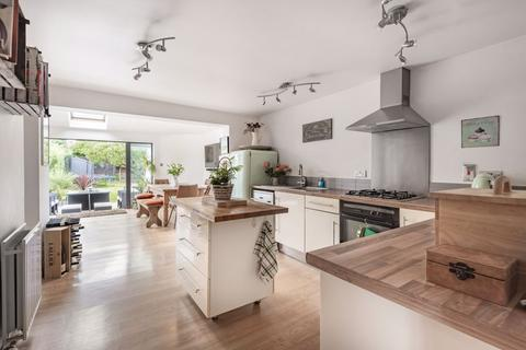 3 bedroom semi-detached house for sale - Delbush Avenue, Headington