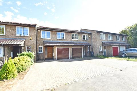4 bedroom terraced house to rent - Brackendale Close, Hounslow