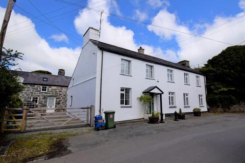 4 bedroom house - Llangybi, Pwllheli