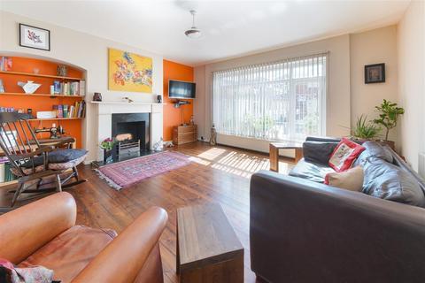3 bedroom maisonette for sale - Lucena House, Hornsey Road, Islington
