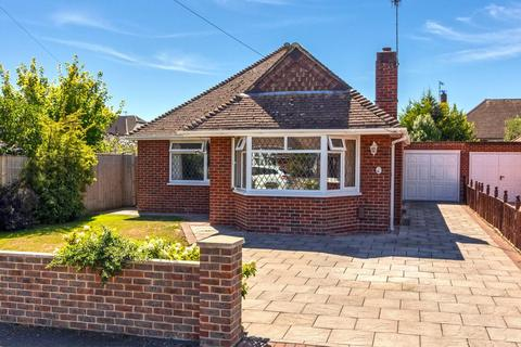 2 bedroom detached bungalow for sale - Hall Avenue, Worthing