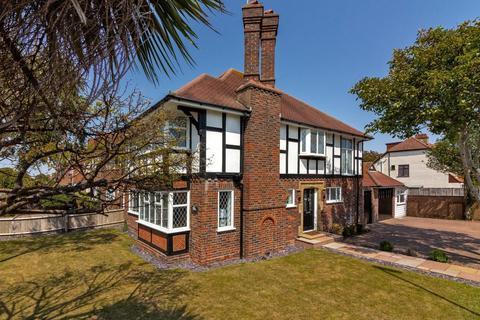 4 bedroom detached house for sale - George V Avenue, Worthing