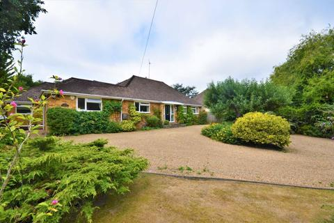 5 bedroom detached house for sale - Yatesbury Close, Farnham