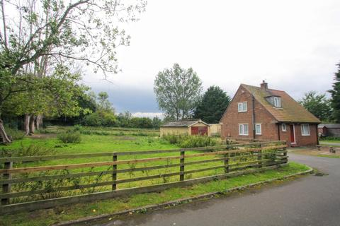 3 bedroom detached bungalow for sale - Old A1 Road, Aycliffe, Newton Aycliffe
