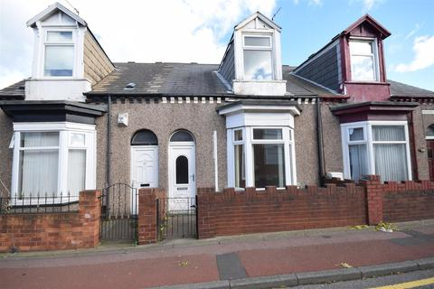 2 bedroom terraced house - Pallion Road, Pallion, Sunderland