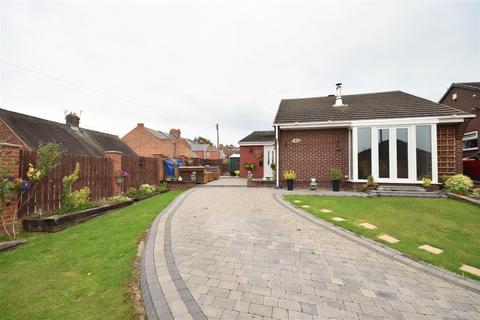 3 bedroom detached bungalow for sale - Laburnum Close, South Hylton, Sunderland