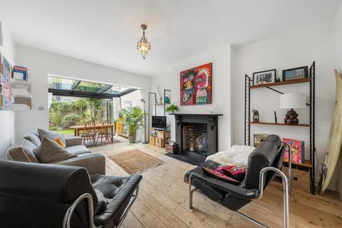 2 bedroom flat for sale - Sudbourne Road, SW2