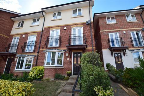 4 bedroom end of terrace house for sale - Etchingham Drive, St Leonards On Sea