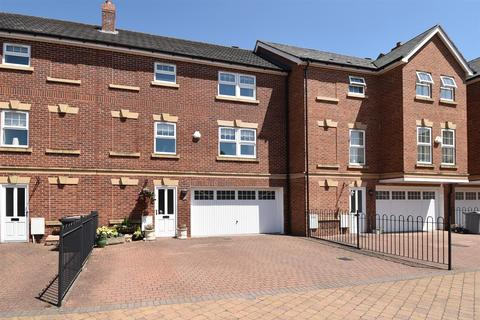 3 bedroom townhouse for sale - Galloway Green, Congleton
