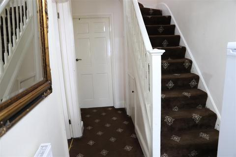 4 bedroom semi-detached house to rent - Sutton Square, Hounslow