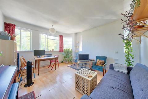 2 bedroom flat for sale - Crownstone Road, Brixton