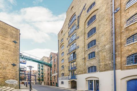 1 bedroom flat for sale - St. Saviours Wharf, Shad Thames, London, SE1