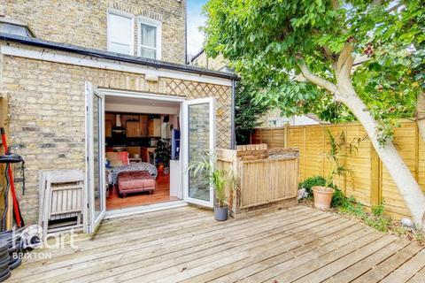 2 bedroom flat for sale - Holmewood Gardens, London