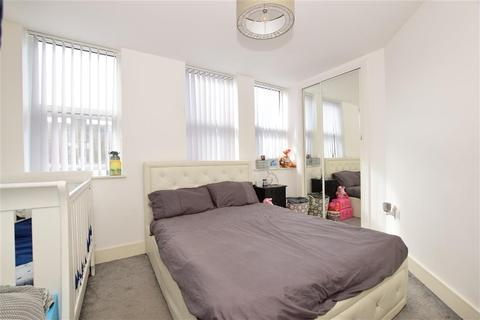 1 bedroom flat for sale - Mercury Gardens, Romford, Essex