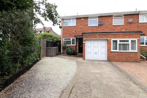 3 bedroom house for sale - Mead Close, Marlow