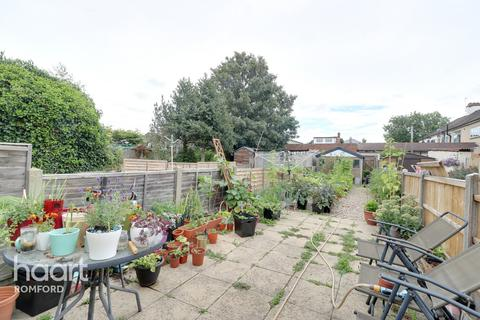 2 bedroom terraced house for sale - Richmond Road, Romford