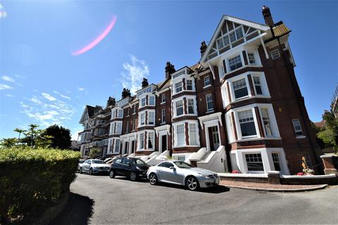 2 bedroom flat for sale - Chatsworth Gardens, Eastbourne BN20