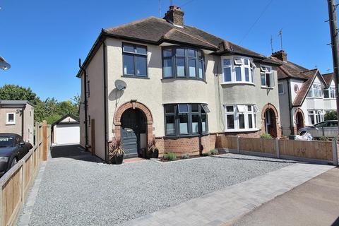 3 bedroom semi-detached house for sale - Moulsham Drive, Chelmsford, Essex, CM2