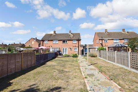3 bedroom semi-detached house for sale - Barlow Road, Chichester, West Sussex