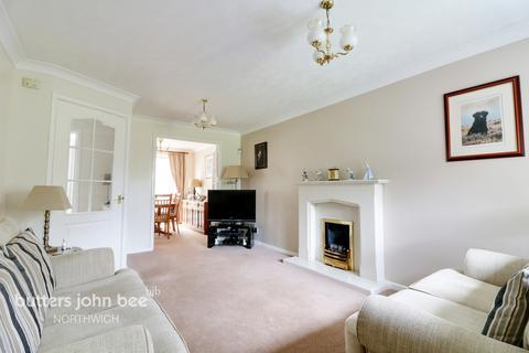 3 bedroom detached house for sale - Tudor Close, Northwich